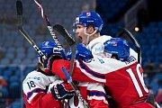 Čeští hokejisté se na MS dvacítek radují z gólu.