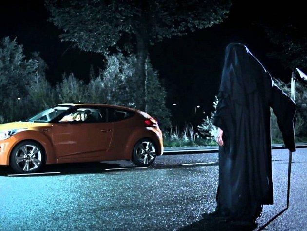 Zakázaná reklama na Hyundai Veloster.