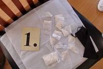 Policie obvinila mezinárodní skupinu šesti lidí, kteří se údajně zabývali dovozem kokainu z Jižní Ameriky. K nelegálnímu dovozu získávali jako kurýry české občany.