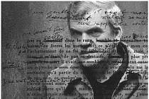 Plakát k filmu o Milanu Kunderovi
