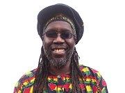 Veterán britského reggae Macka B.