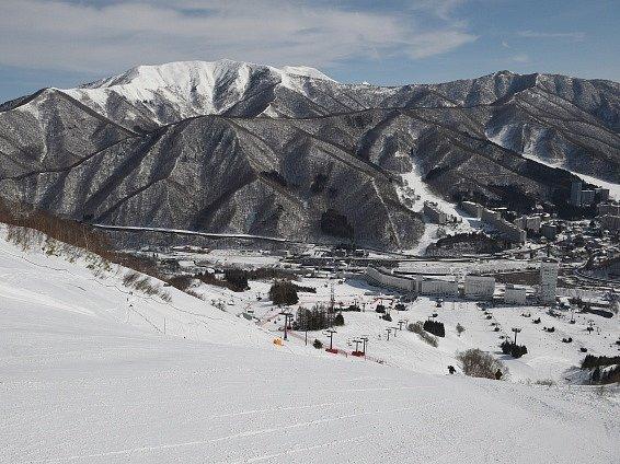 Lyžaři závodili v japonské Naebě