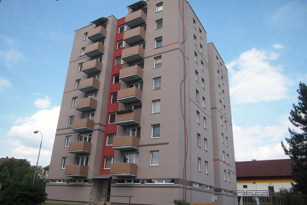 Nej panelák 2014. Tento panelový dům z Píseckého předměstí v Milevsku zvítězil v anketě Panelák roku 2014.