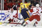 Brankář Petr Mrázek se v hokejové NHL zasloužil třiceti zákroky o výhru Detroitu nad Nashvillem 5:3 a byl vyhlášen druhou hvězdou utkání.
