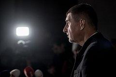 Andrej Babiš se sešel 28. listopadu s prezidentem Milošem Zemanem a přinesl mu seznam ministrů jeho menšinové vlády.