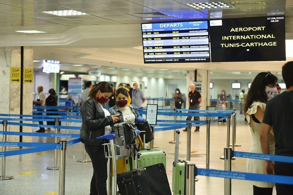 Turisté na letišti v Tunisu. Ilustrační snímek