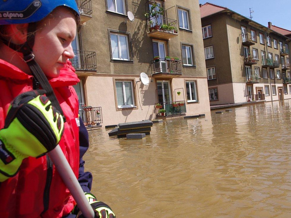 Povodně 2013 - Na pomoc do zaplavených oblastí vyjeli záchranáři.