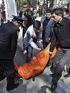 Šílený střelec na univerzitě v ázerbájdžánském Baku zabil nejméně 10 lidí.