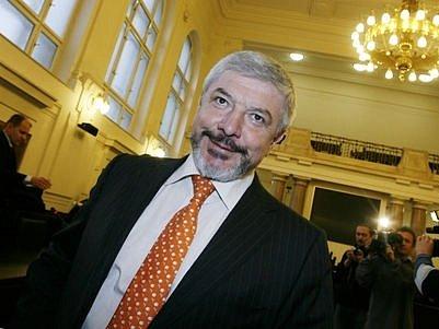 Europoslanec Vladimír Železný v pondělí ( 7.1.) stanul před Městským soudem v Praze, kde čelí obžalobě z krácení daní.