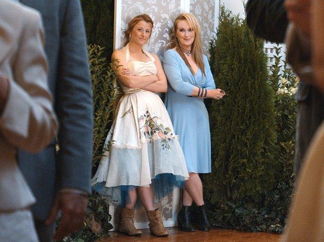 Meryl Streep se nám pod vedením oscarového režiséra Jonathana Demmeho ve filmu Nikdy není pozdě podle scénáře oscarové scenáristky Diablo Cody představuje tak, jak jsme ji dosud nepoznali - v roli rockové zpěvačky a kytaristky.