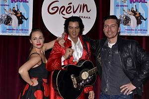Voskový Elvis s Marií Křížovou a Petrem Vondráčkem.