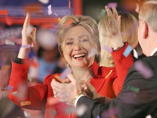 Senátorka Hillary Clintonová oslavuje vítězné primárky v Ohiu a Texasu.