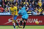 Luis Suárez z Barcelony (vpravo) a Pedro Bigas z Las Palmas.