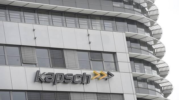 Logo společnosti Kapsch na budově jejího sídla v Praze