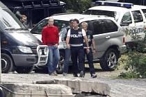 Anders Breivik a norští policisté při rekonstrukci případu na ostrově Utoya. Ilustrační foto