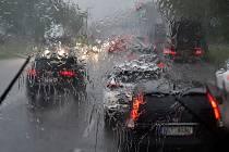 Bouřka se silným přívalovým deštěm. Ilustrační foto