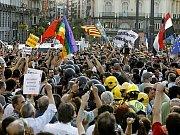 Stovky tisíc lidí se pod vedením papeže Benedikta XVI. zúčastnily v Madridu procesí křížové cesty, konaného v rámci katolických Světových dnů mládeže.