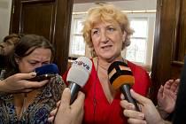 Zdravotní sestra Věra Marešová hovoří s novináři, poté co ji Vrchní soud v Praze 26. července 2016 pravomocně zprostil viny z vražd šesti pacientů v Lužické nemocnici v Rumburku