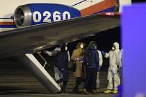 Přílet evakuovaných z Číny do Prahy