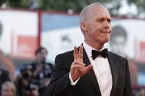 Někdejší představitel filmového Batmana Michael Keaton se stal hlavní hvězdou zahajovacího večera benátského filmového festivalu, který otevřela projekce snímku Birdman.