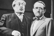 "Herci Jaroslav Marvan a František Filipovský ve filmové veselohře ""Škola základ života"" z roku 1938."