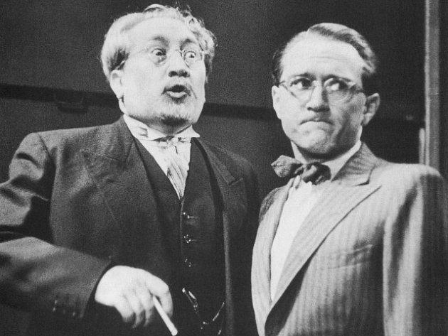 Herci Jaroslav Marvan a František Filipovský ve filmové veselohře 'Škola základ života' zroku 1938.