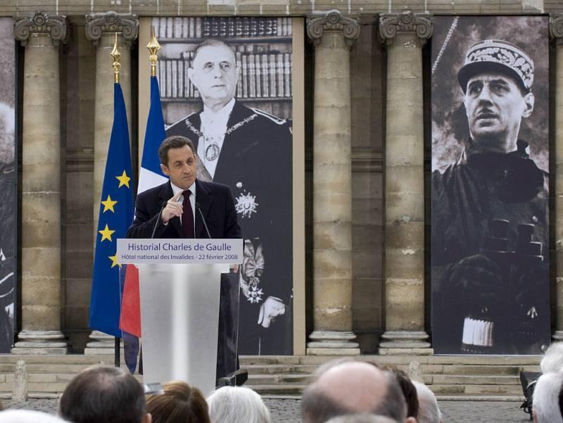 Veliký generál a Francouz Charles de Gaulle má konečně svůj památník.