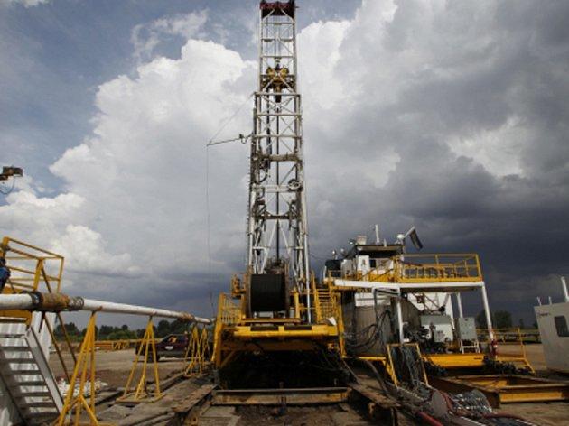 Hydraulické frakování se používá především ve Spojených státech k těžbě plynu či ropy v břidličných horninách hluboko pod zemí.