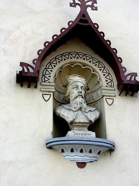 Busta knížete Jaromíra v městě Jaroměř, které založil