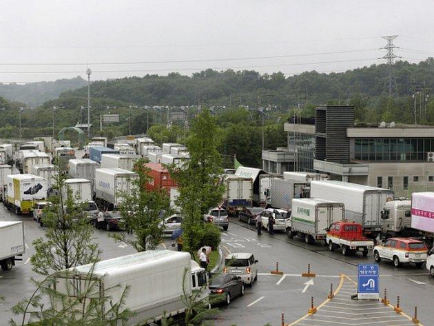 Jižní Korea oznámila, že zastaví činnost v průmyslové zóně Kesong, kterou provozuje společně s KLDR.