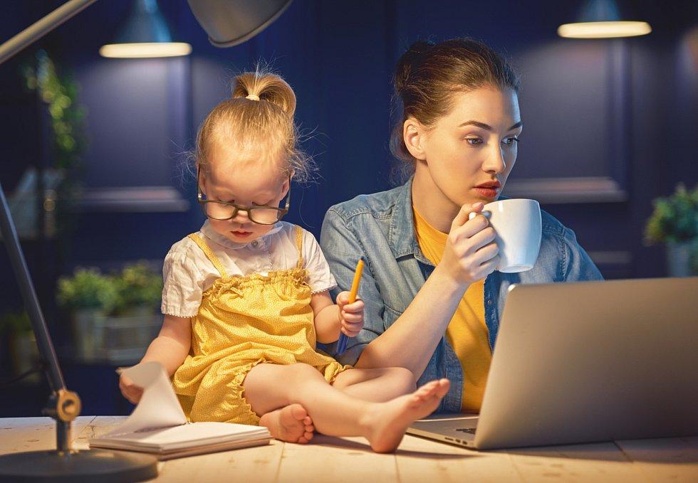 Ať už ale ženu motivuje k návratu do práce cokoli, jedno mají všechny pracující matky společné: Hledají způsob, jak vybalancovat práci, svoje potřeby a rodinu.