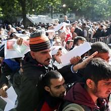 """Maďarský pravicový premiér Viktor Orbán prohlásil, že většinu migrujících tvoří mladíci, kteří """"spíš připomínají armádu""""."""