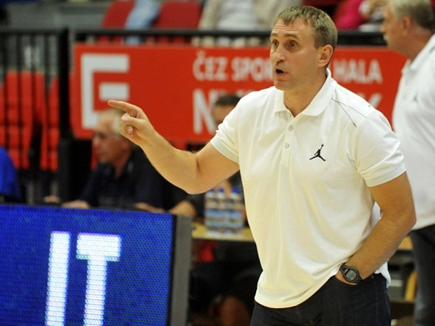 Přípravné utkání basketbalistů Basketball Nymburk - UBC Güssing Knights 3. září v Nymburce. Nymburský trenér Kestutis Kemzura.