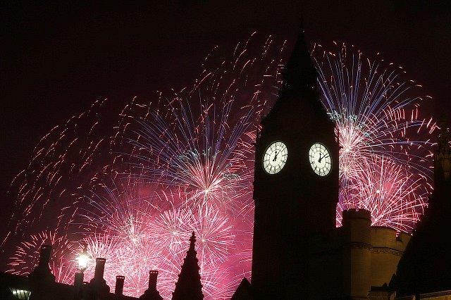 Oslavy příchodu nového roku v Londýně.