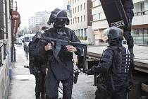 Na 120 policistů působících v historickém sídle pařížské kriminální policie  na nábřeží Zlatníků 36 1849e76fd4