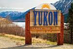 Yukon je delší než život, hlásá cedule na 627. míli Alaska Highway, kde prochází hranicí.