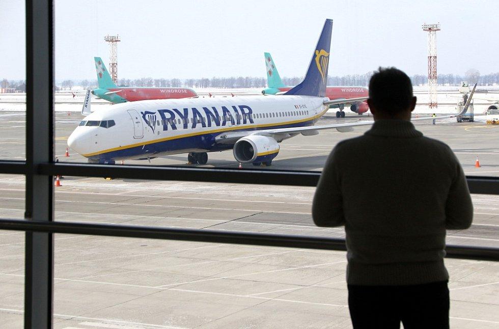 Letadlo společnosti Ryanair na letišti Boryspil v Kyjevě na Ukrajině.