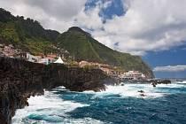 Pobřeží Madeiry je hodně členité.