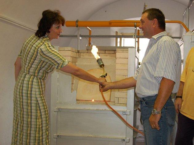 Jediná umělecká sklárna v Plzeňském kraji bude od srpna fungovat ve Švihově.