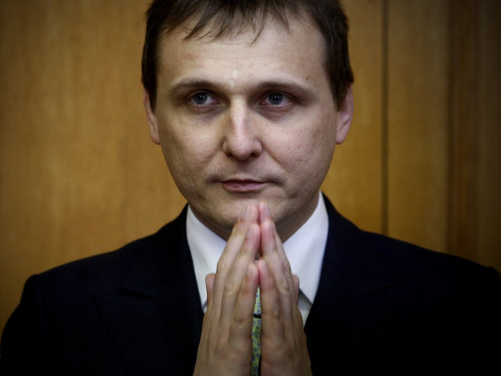Obvodní soud pro Prahu 5 dnes udělil šéfovi poslaneckého klubu VV a exministrovi dopravy Vítu Bártovi osmnáctiměsíční podmíněný trest s třicetiměsíčním odkladem.