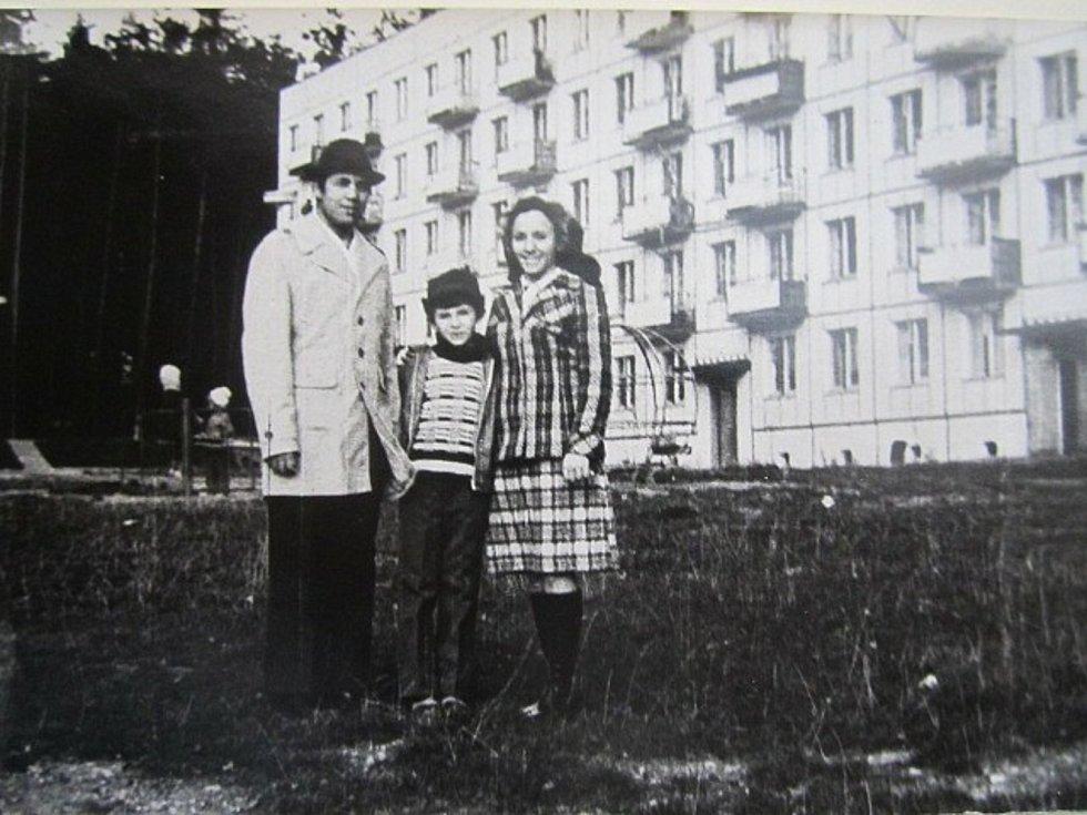 Sovětští důstojníci i s rodinami bydleli na sídlištích, která se speciálně pro ně stavěla. Některá ve městech stojí dodnes, jiná šla k zemi.