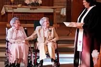 Po 72 letech společného života se v americkém státě Iowa vzaly dvě ženy.