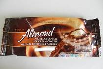Inspekce nařídila společnosti Tesco Stores ČR a.s. stáhnout z oběhu potravinu TESCO Almond mražený krém s rostlinným tukem, vanilkový s mléčnou čokoládou a mandlemi.