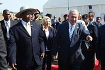Izraelský premiér Benjamin Netanjahu dnes přiletěl do Ugandy u příležitosti 40. výročí úspěšné izraelské protiteroristické operace Entebbe, při níž zahynul jeho bratr.