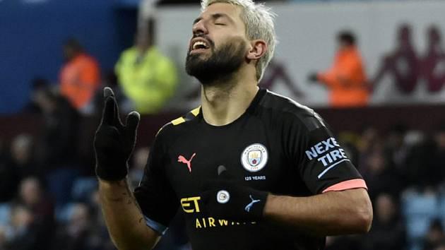 Fotbalista Manchesteru City Sergio Aguero se raduje z gólu.