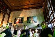 Vernisáž fotografií ve Festival baru v Karlových Varech