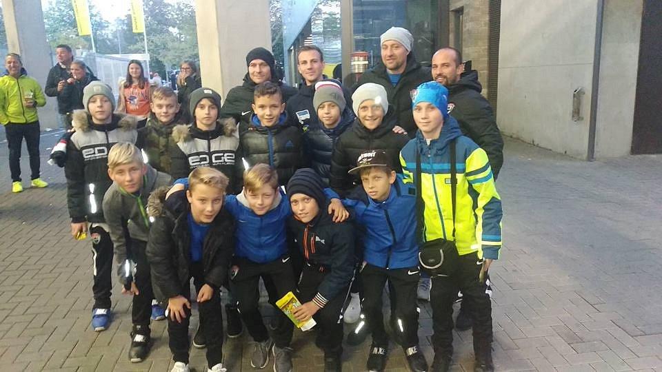Vítězové 21. ročníku McDonald's Cupu – ZŠ Klegova, partnerská škola MFK Vítkovice. Všichni malí fotbalisté se za odměnu podívali na sobotní duel Bundesligy mezi Dortmundem a Herthou Berlín, na němž se potkali i s českým reprezentantem Vladimírem Daridou.