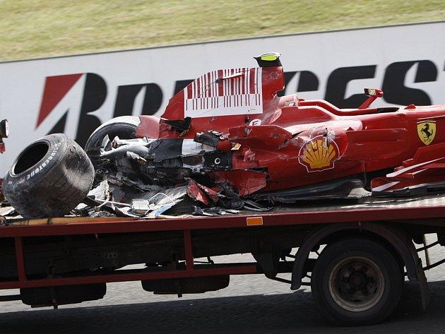 Rozbité Ferrari brazilského jezdce Felipe Massy.
