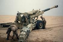 Bitva o Chafdží patřila k nejkrvavějším střetům války v Zálivu. Na snímku podpůrná dělostřelba amerického 10. námořního pluku