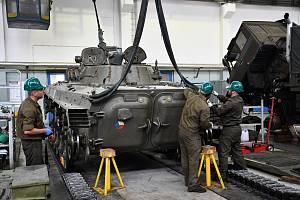 Během šesti měsíců prošlo v Klatovech rukama mechaniků 15 kusů BVP-2